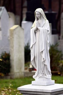 Praying Virgin Mary statue, Ostfriedhof east cemetery, Munich, Bavaria, Germany, Europe