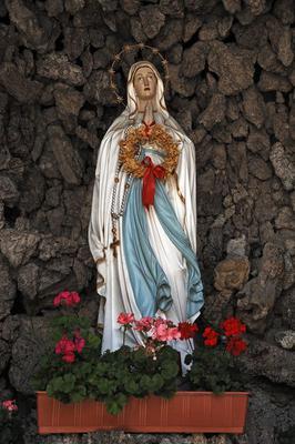 Virgin Mary, grotto outside, Church, St. George, Kirchplatz, Boebing, Upper Bavaria, Germany, Europe